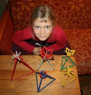 Dziecięce piramidy, święta geometria