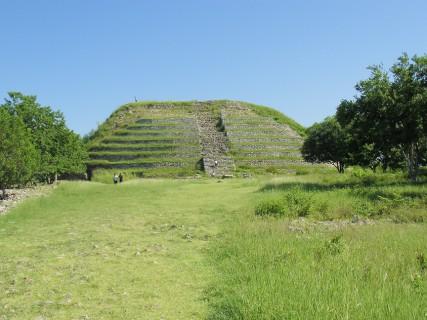 Meksyk - piramida w Izamal